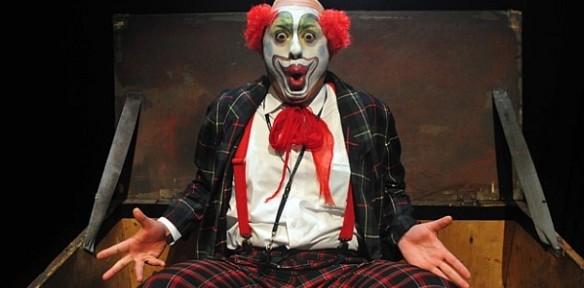 """Zdjęcie ze spektaklu """"Aaa zatrudnimy clowna"""" (fot. Robert Jaworski)"""